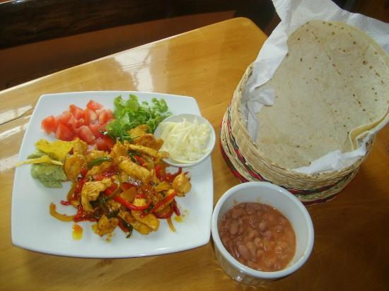Deli Cafe Restaurant: Fajita