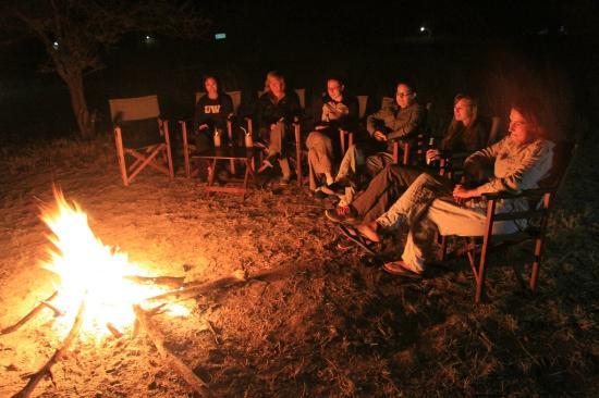Serengeti Halisi Camp: Sundowner around the fire