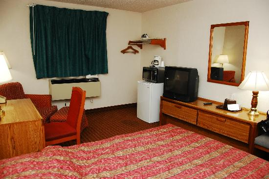 Corning Inn: Stained carpet, worn furniture.  Fridge and mircoware