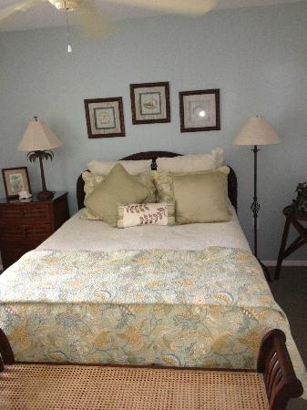 The Beachcomber: queen size comfy bed