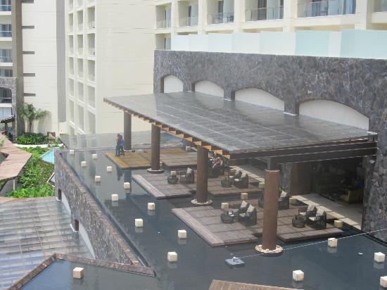 Secrets Vallarta Bay Puerto Vallarta: Hotel Lobby/Bar Area