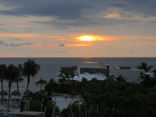 ‪‪Secrets Vallarta Bay Resort & Spa‬: gorgeous sunset
