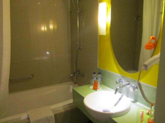 HARRIS Hotel & Residences Sunset Road: Baño
