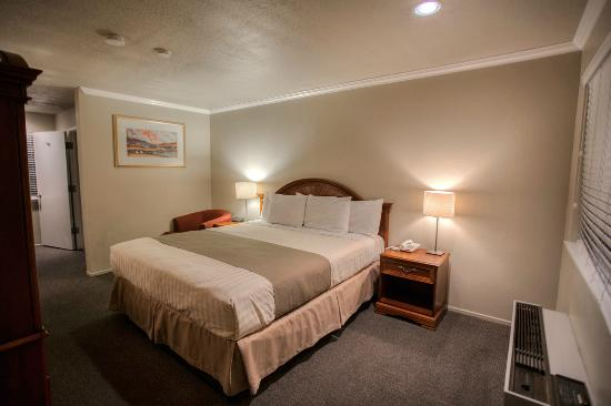 Chablis Inn: Standard King Guestroom