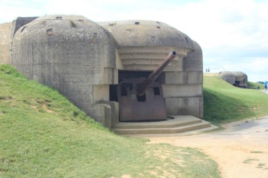 Longues Battery: Bunkers with canons