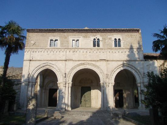 ‪Abbey of San Clemente in Casauria‬