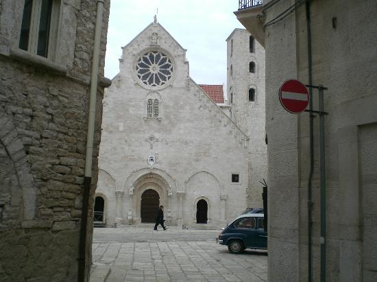 Cattedrale di Ruvo di Puglia : Ruvo è tutta così e un museo a cielo aperto, stupirsi e poi stupirsi.