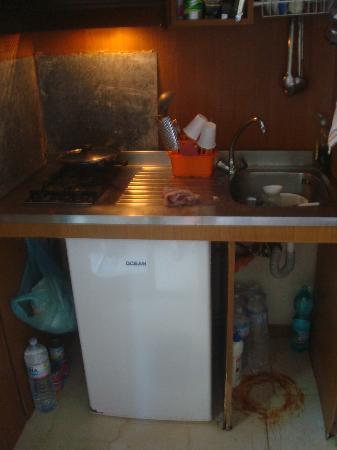 Piraino, Italien: angolo cottura