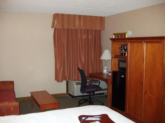 Hampton Inn by Hilton Harrisburg West: Desk at window