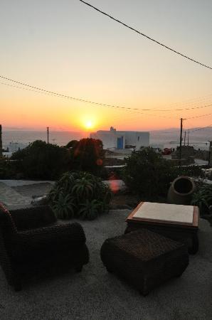 Villa Konstantin: Atardecer desde la terraza
