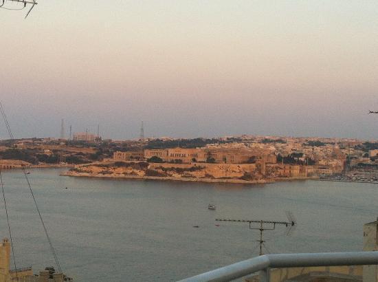 Palazzo Citta Valletta / Palazzo Valletta Suites: Vista dal terrazzo dell'attico