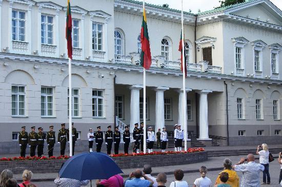 Vilnius City Tour : Церемония смены флага