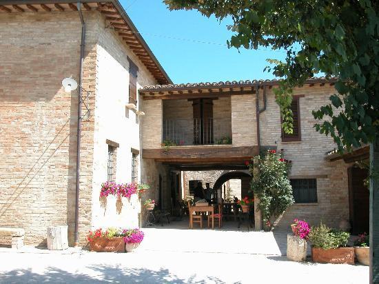 Agriturismo Il Borghetto: Il caratteristico portico