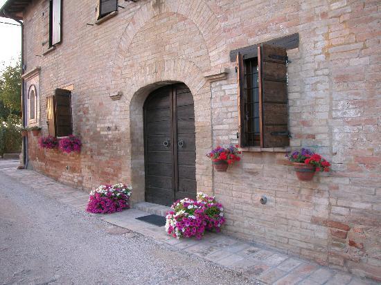Agriturismo Il Borghetto: Porticolare esterno della struttura