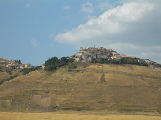 Agriturismo Il Borghetto: Castelluccio...assolutamente da vedere