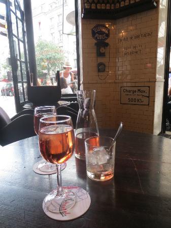 Cafe Charlot: Beautful rose in beautiful surroundings