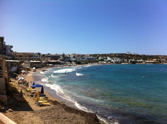 Alia Beach Hotel: stranda ved hotellet