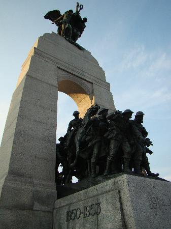Ottawa Walking Tours: War Memorial