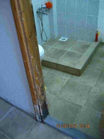 Erdek Mini Motel: banyo kapısı