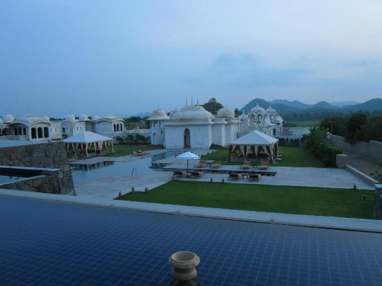 Fairmont Jaipur: Poolside