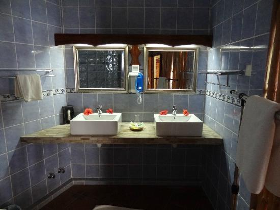 Patatran Village: Bathroom