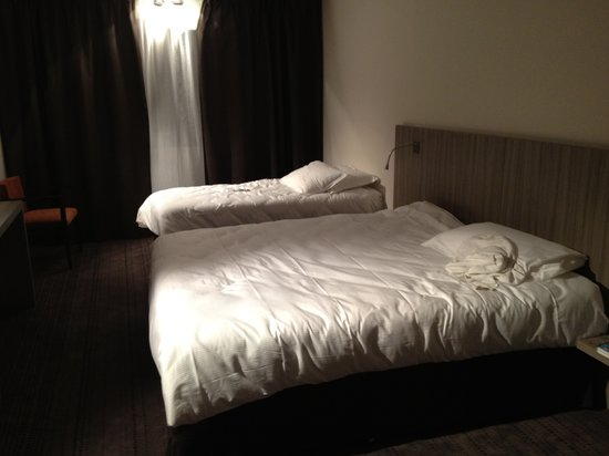 Best Western Plus Hotel & Spa de Chassieu : The double room (Premiere) which could easily be a triple one (230)