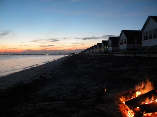 Days' Cottages: Beach fire at dusk