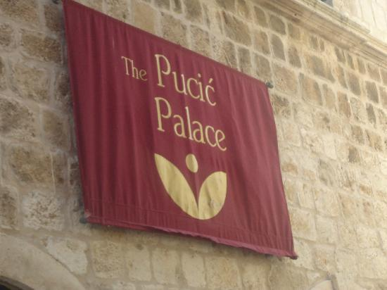 The Pucic Palace : sign
