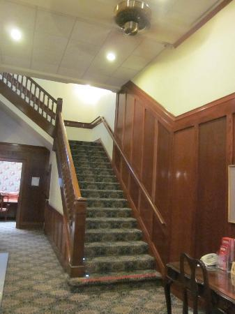 BEST WESTERN PLUS Pioneer Square Hotel: stairs at lobby