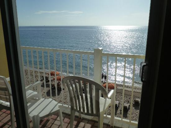 سان تاور هوتل آند سويتس أون ذا بيتش: Desde el pequeño balcón