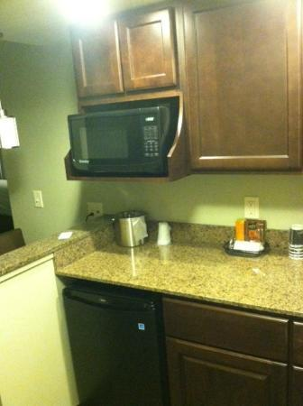 The East Avenue Inn & Suites: Kitchenette