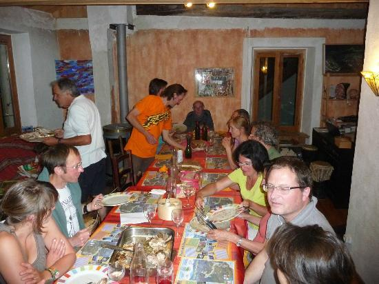 Saint-Dalmas-le-Selvage, Francia: Les repas du soir - Toujours une fête