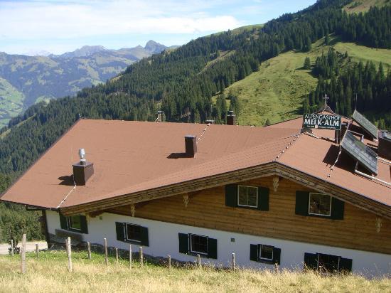 Gasthof Melkalm Kitzbühel: the house from the back