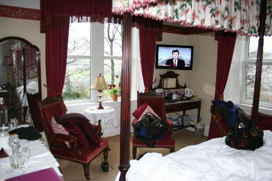 Ashmount Country House: 4 poster room