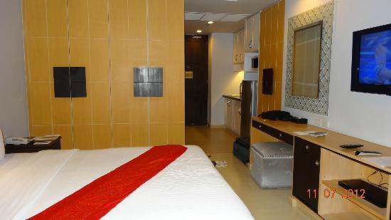 Admiral Premier Bangkok by Compass Hospitality: Entrée de notre chambre (double avec lit supplémentaire)