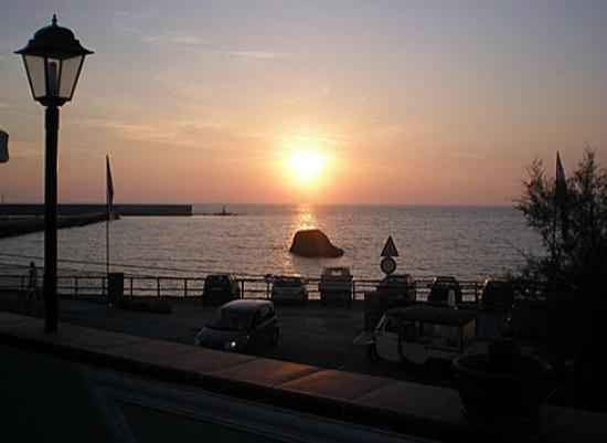 L'Arco d'Oro: tramonto visto dal ristorante