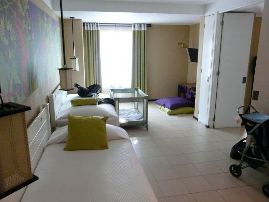 Club Med Ixtapa Pacific: The generously sized kids room with 2 twin beds.
