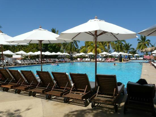 Club Med Ixtapa Pacific: Pool--water is warm!