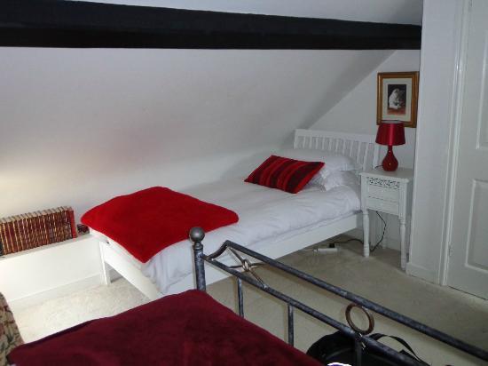 Victoria Cottage B & B: Aushurst Suite, 3. Bett