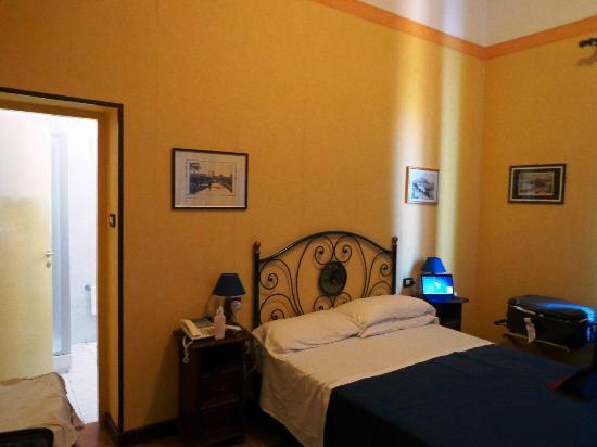 Villa Esperia Palermo : HABITACION 206 AMPLISIMA....!!!!