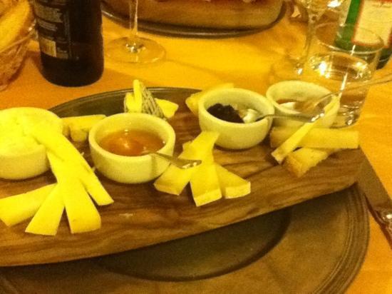 Borgo il Melone: taglieri di formaggi con confetture e miele