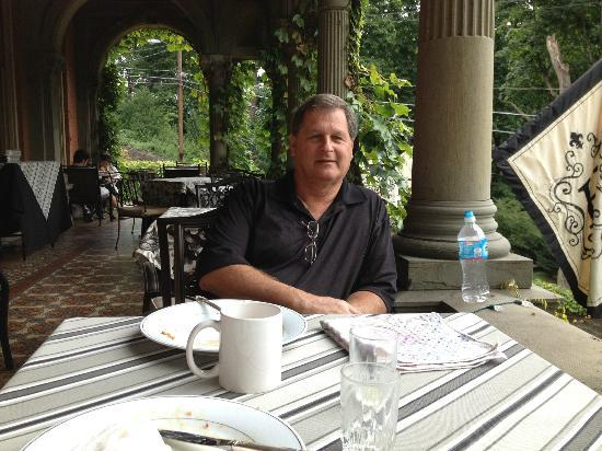 Harry Packer Mansion Inn: Veranda Breakfast