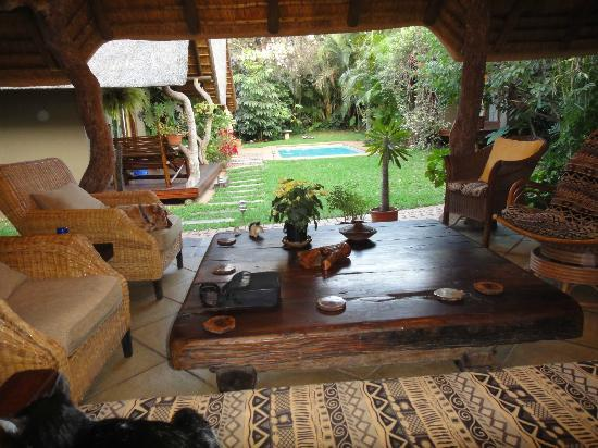 Mhlati Guest Cottages: Out Door Lounge Area