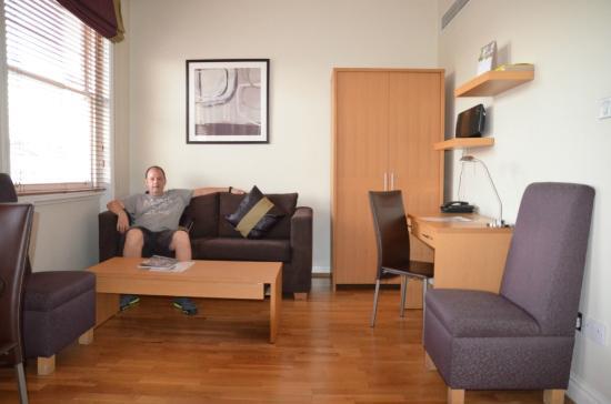 Fraser Suites Queens Gate: Otra vista de la habitación