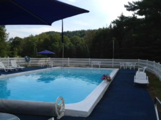 The 1896 House Country Inn - Brookside & Pondside: Pool area