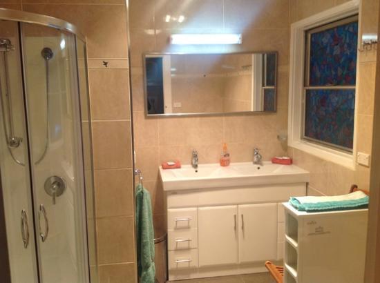 AAA Granary Accommodation: bathroom