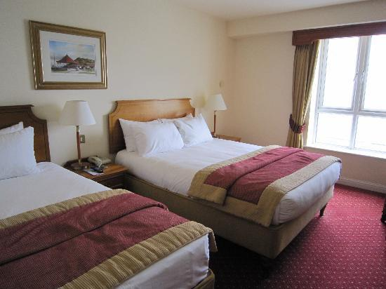 Galway Bay Hotel: Our lovely room