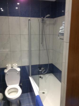 Loutsiana Hotel Apts: bathroom