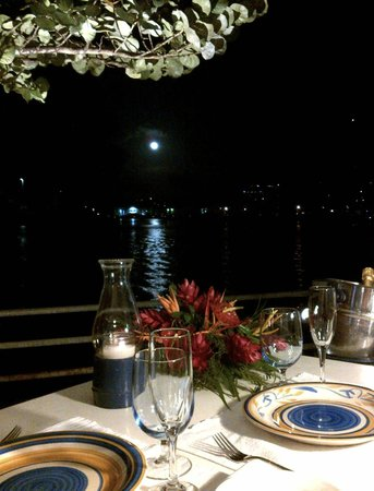 Jacques Waterfront Dining aka Froggie Jacques: A beautiful moonlit evening at Jacques