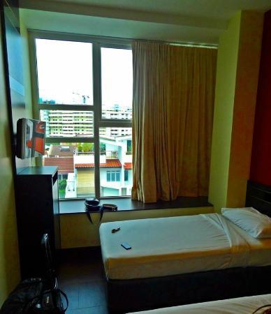 โรงแรม 81 โคแวน: Bed and the view from the room
